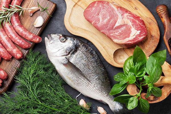 الأسماك واللحوم