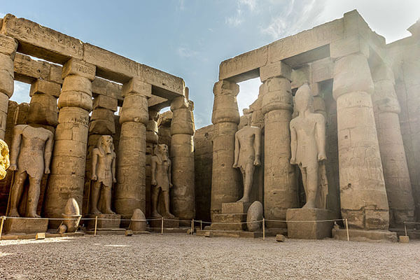 معبد الأقصر من الداخل
